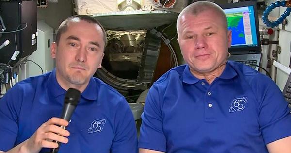 Космонавты РФпоздравили землян сДнем России