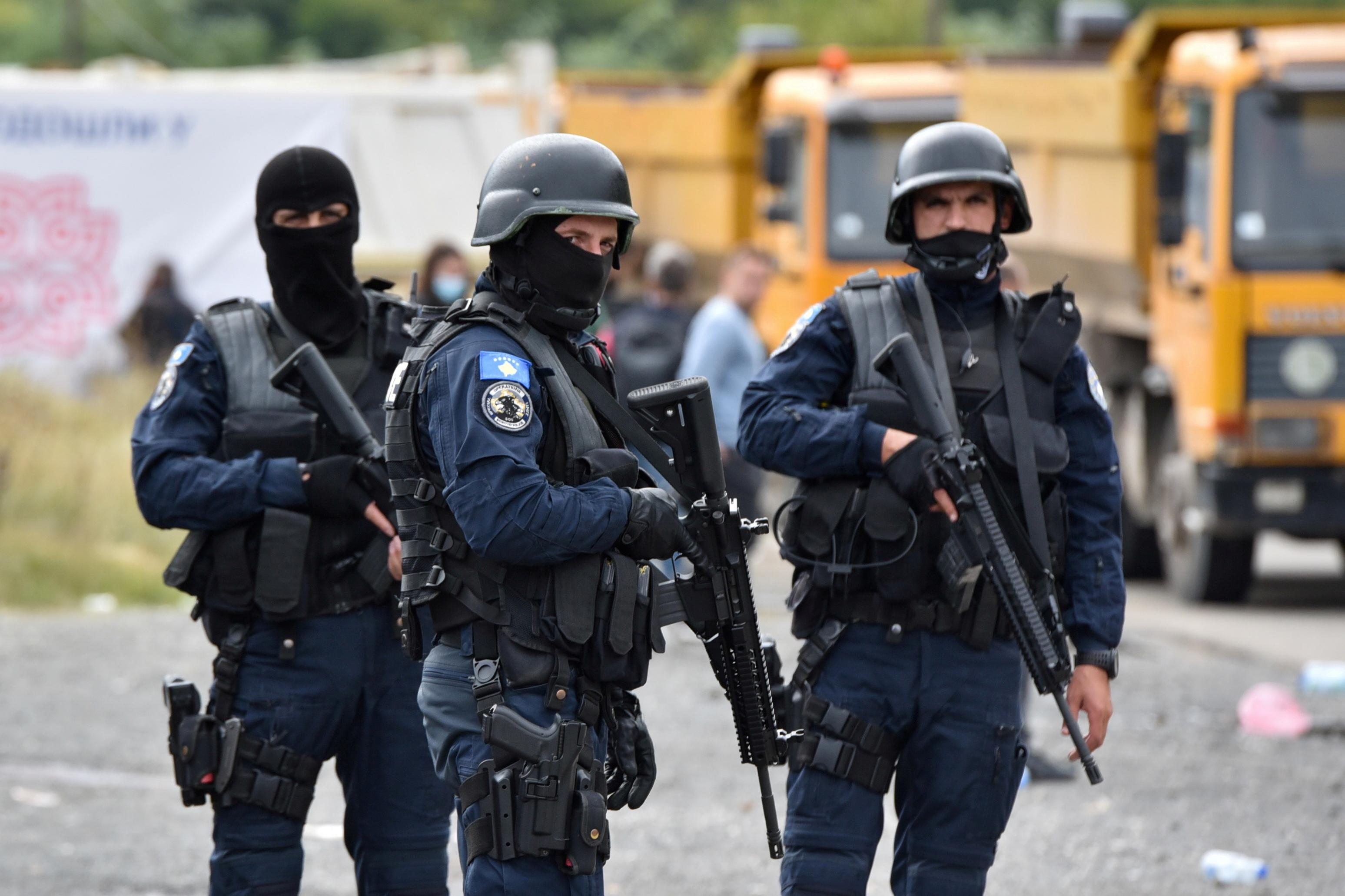СМИ: насевере Косова албанцы сножами напали нагруппу сербов