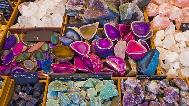 Какие камни помогут активировать все семь чакр