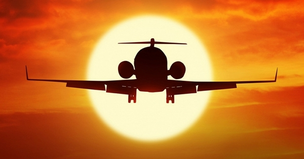 Российский самолет сбил фонарь привзлете ипопал навидео