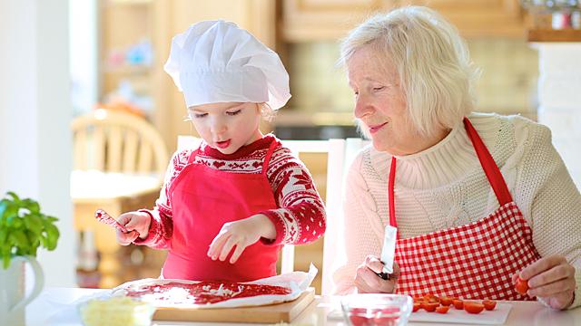 Психолог: «Бабушки со стороны матери всегда ближе ребенку»