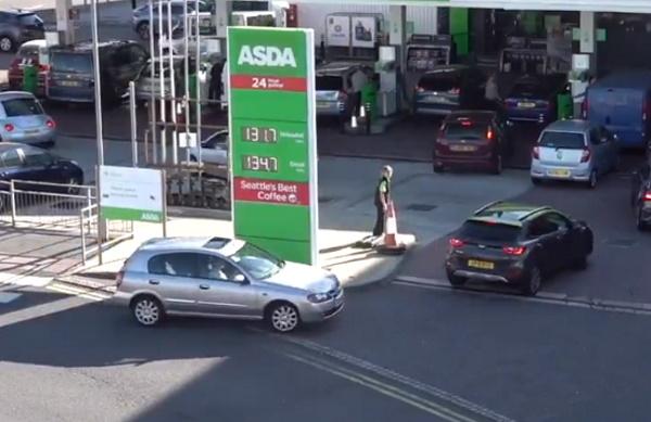 Британцы бросились массово скупать бензин