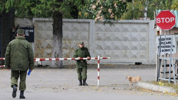 Источник: срочник сбежал соружием извоинской части вСвердловской области