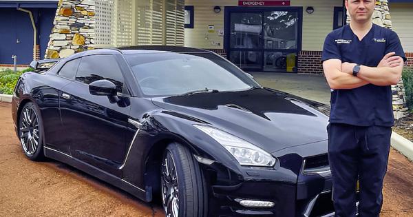 Австралийский врач хочет зарегистрировать свой Nissan GT-R как автомобиль скорой помощи