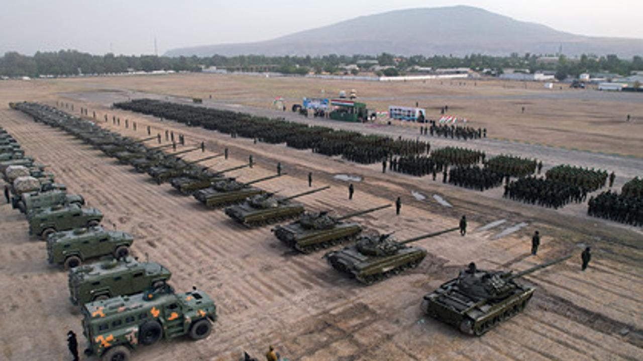 Путін поспіхом перекидає військову техніку до кордону з Афганістаном