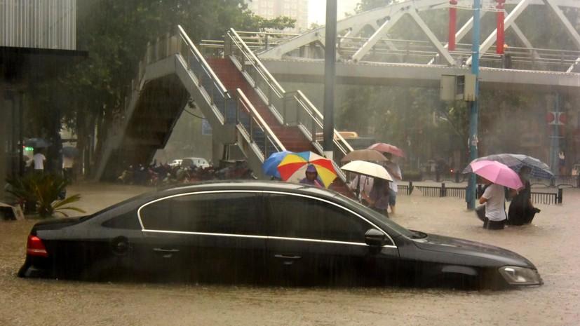 CGTN: при затоплении метро вКитае погибли 12человек