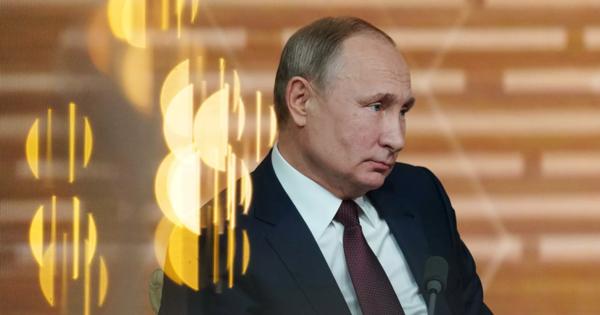 Путин рассказал опадении реальных доходов населения