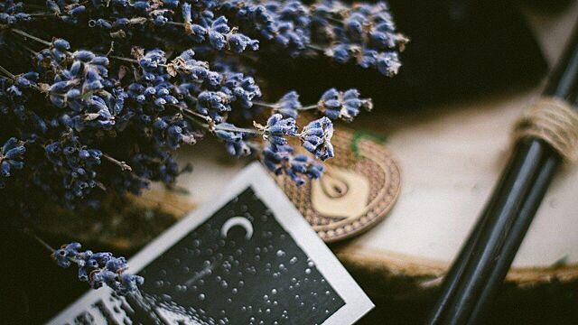 Ведьма раскрыла обряды для привлечения денег и любви