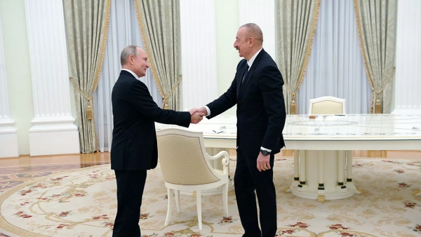 «Ид Мубарак!»: Путин поздравил Алиева спраздником Курбан-байрам
