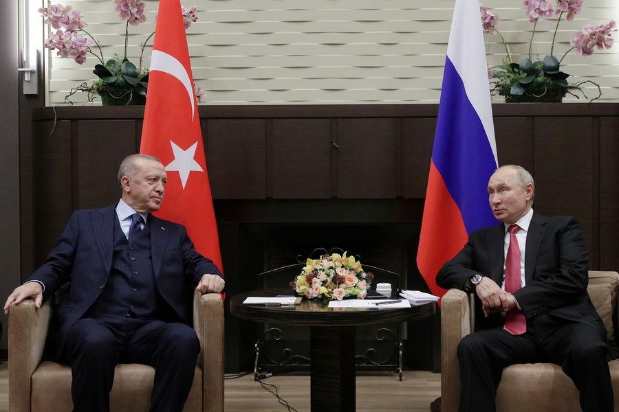 """Путин рекомендовал Эрдогану ревакцинироваться российским """"Спутником V"""""""