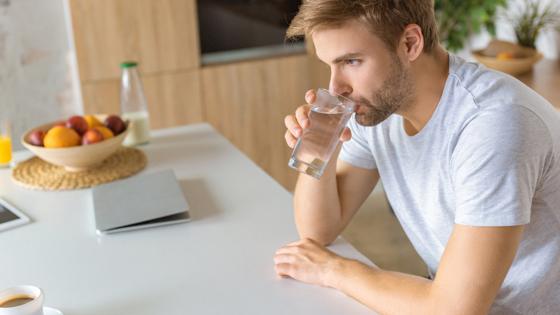 Врач перечислила запрещенные во время диеты напитки