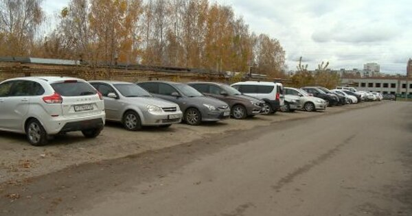 Пензенца оштрафовали за парковку на несуществующем газоне