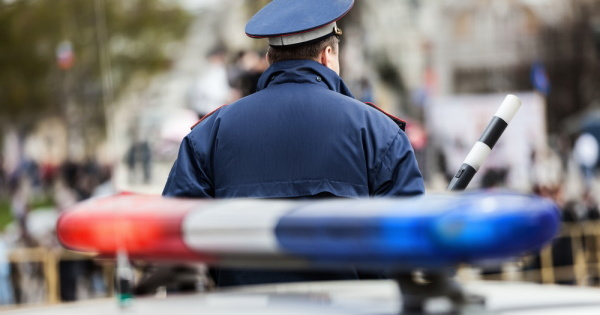 Жительница Курска прокатила детей накрыше машины