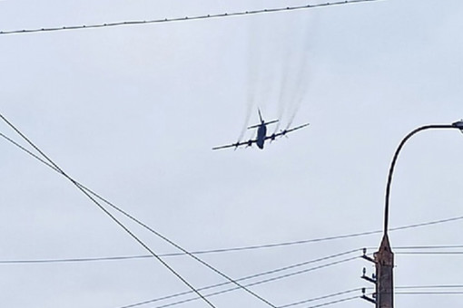 ВМурманске самолет пролетел прямо над домами