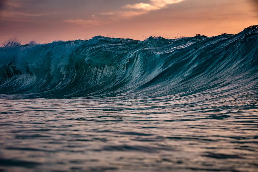 Гигантские волны вСочи попали навидео — Рамблер/путешествия