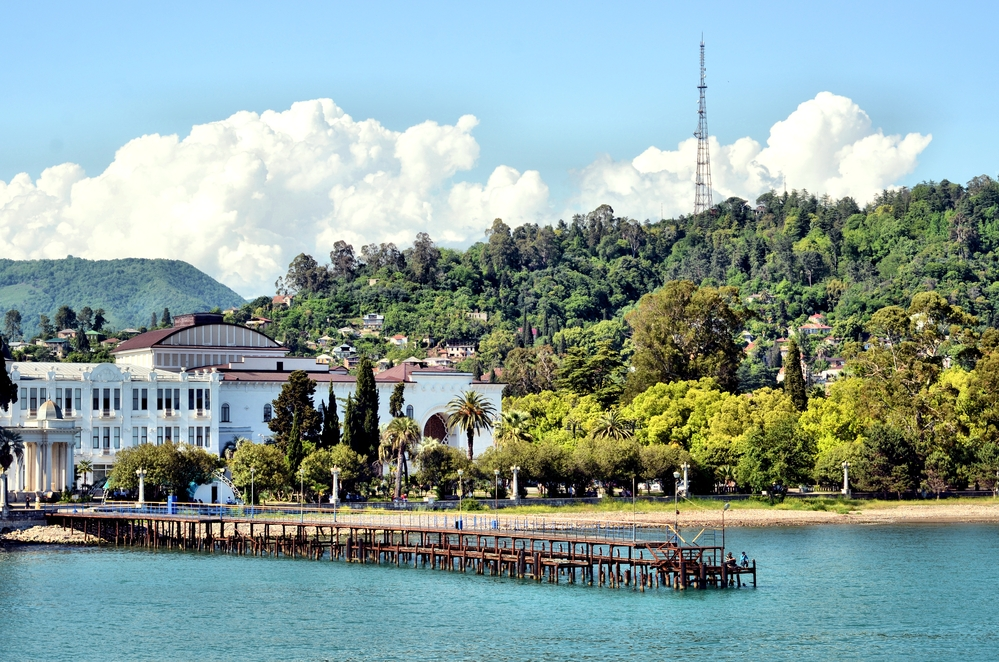 Абхазия ужесточила запреты нафоне COVID-19после наплыва туристов&nbsp