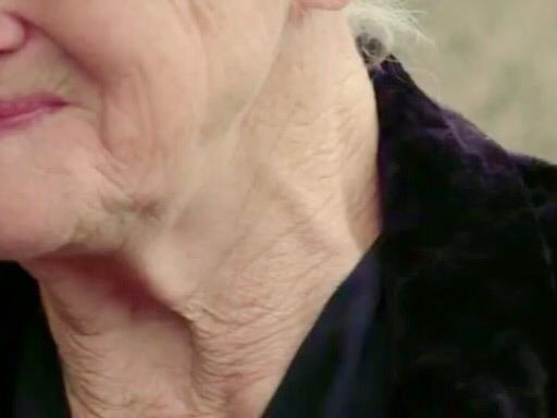 Внук выгнал из дома 89-летнюю звезду «Полосатого рейса»