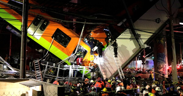 Неменее 15человек погибли приобрушении моста вметро Мехико