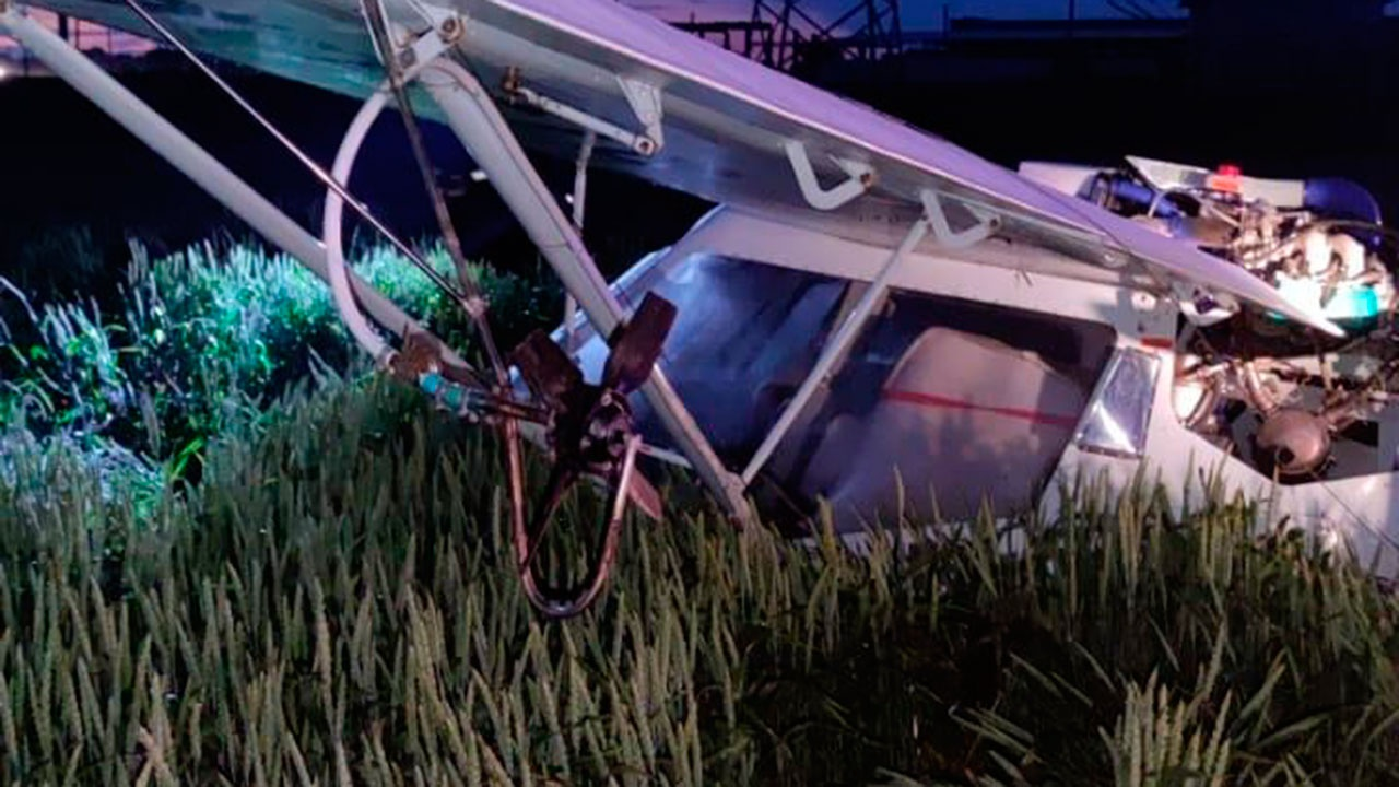 ВРостовской области при жесткой посадке самолета пострадал пилот