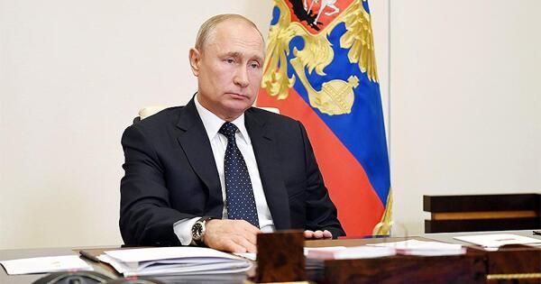 Путин наградил более 240российских медиков заборьбу сCOVID-19