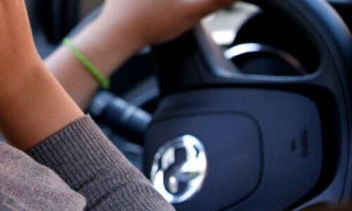 В России предложили в несколько раз увеличить штраф за использование телефона за рулем
