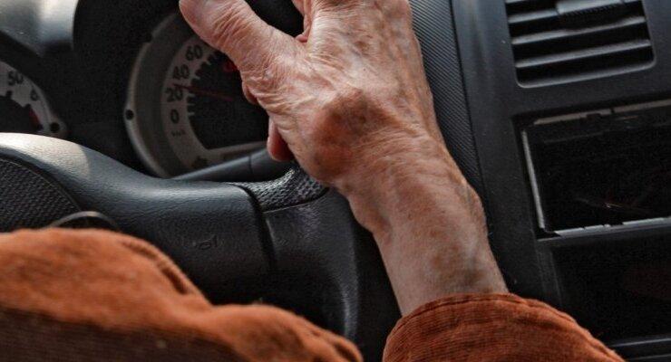 Нейросеть научилась видеть деменцию у водителей