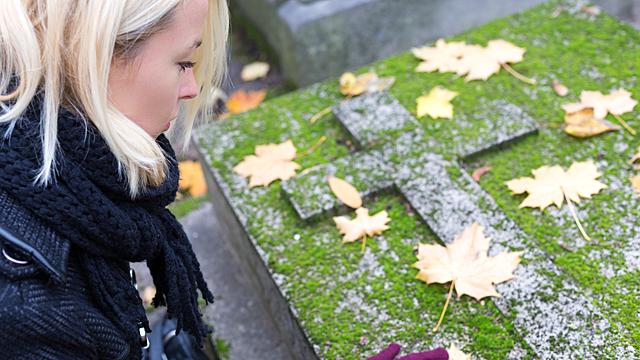 Как вести себя у могилы, чтобы не навлечь беду