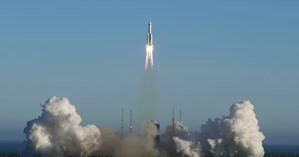 НаЗемлю падает неуправляемая китайская ракета